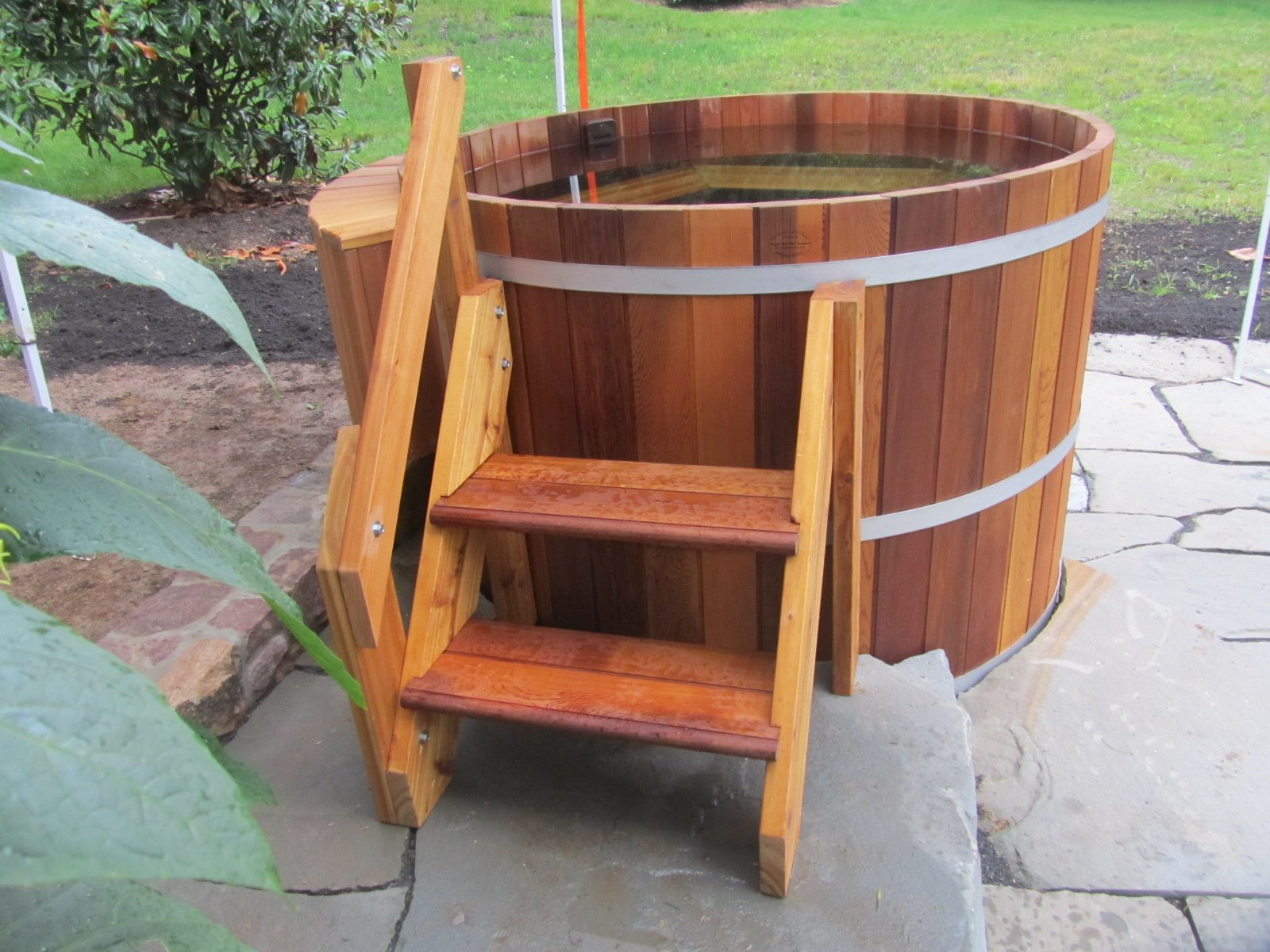 stand-alone-wooden-hot-tub_11057421385_o