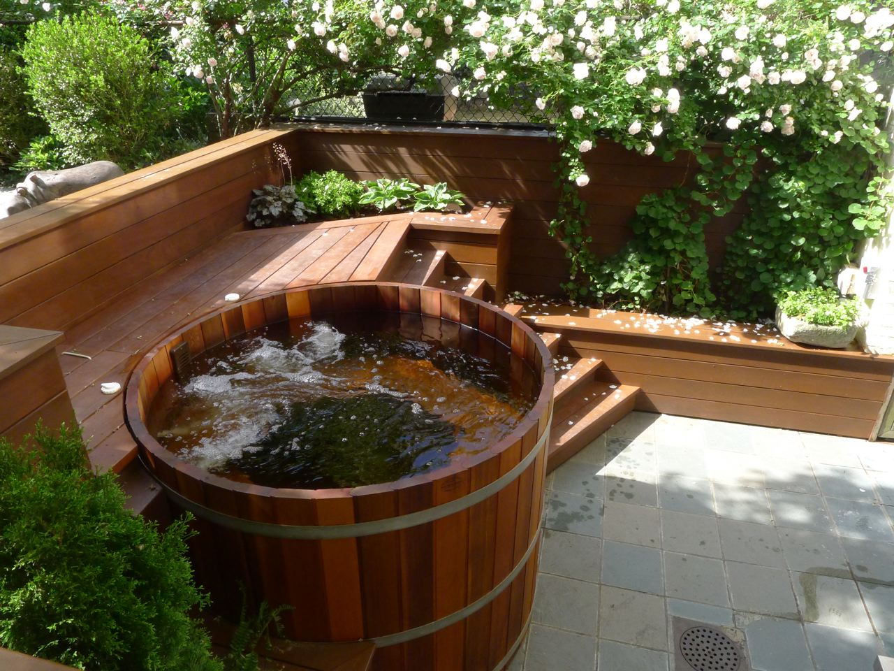 northern lights cedar tubs quality cedar hot tubs. Black Bedroom Furniture Sets. Home Design Ideas