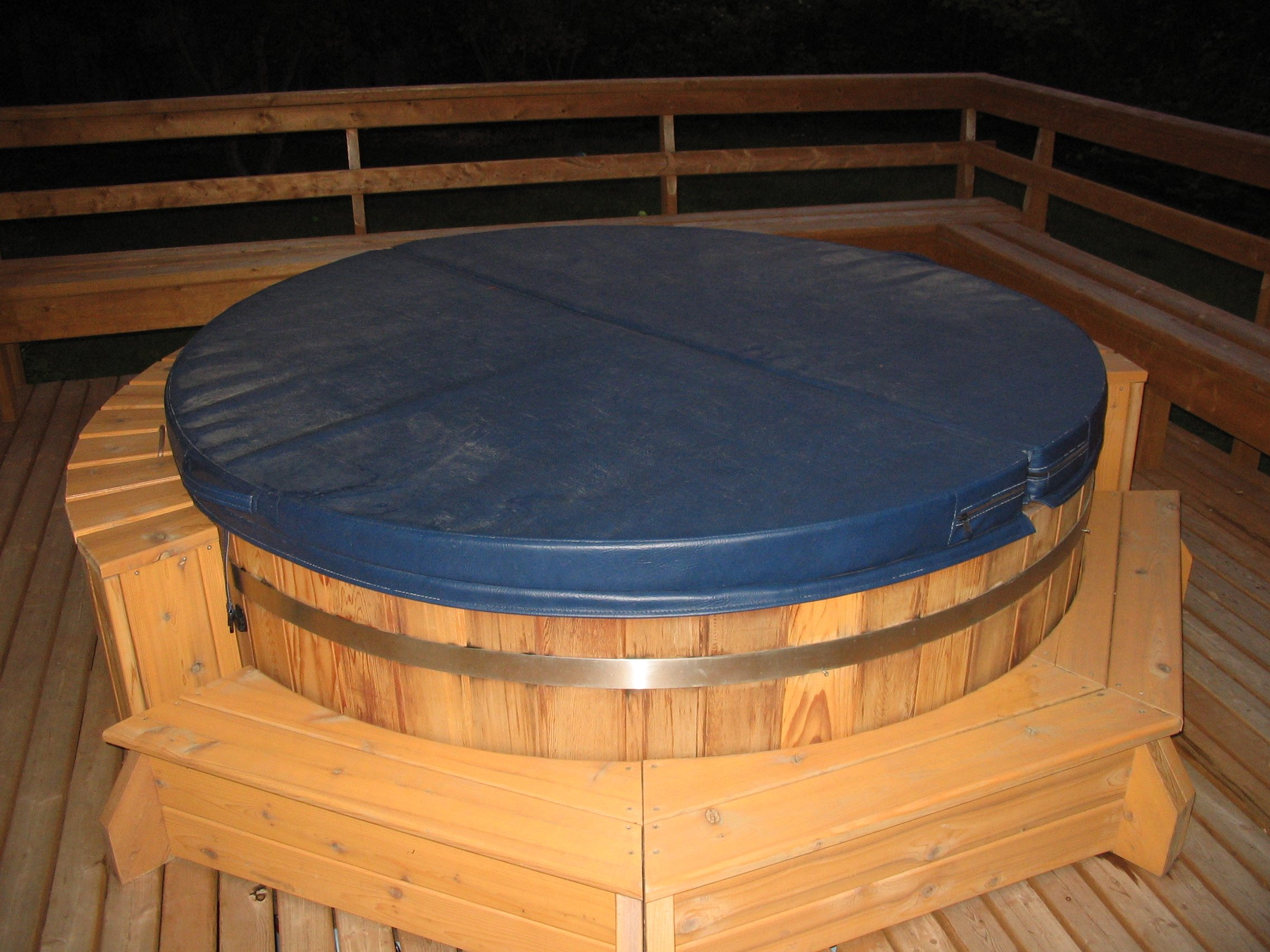 Northern Lights Cedar Tubs - Cedar Hot Tub Picture Gallery