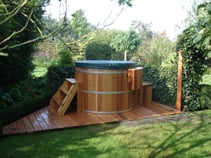 stand-alone-wooden-hot-tub_10621465015_o