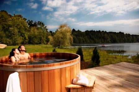 Cedar Hot Tub with 4 Jets